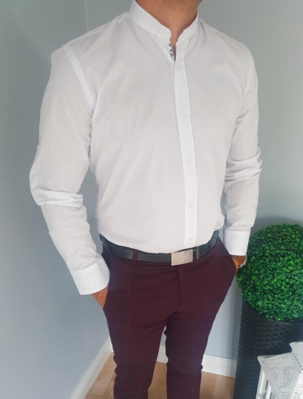 Biała męska koszula z wstawkami