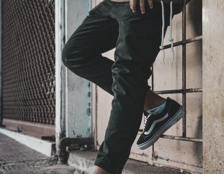 Jak dobrać spodnie męskie – poradnik