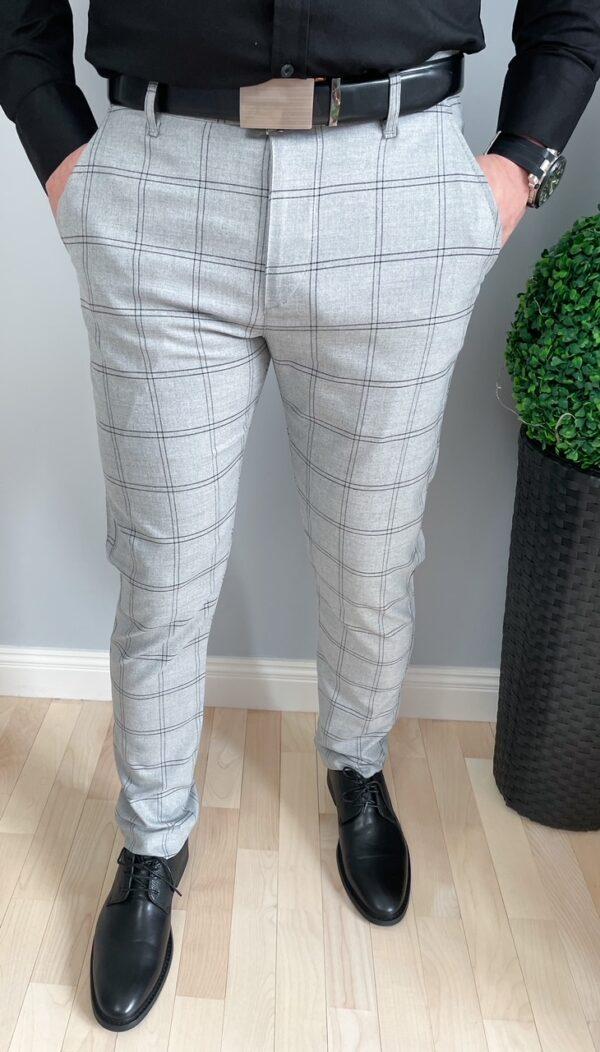 Jasnoszare eleganckie spodnie męskie w czarną kratę