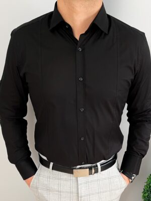Czarna elegancka męska koszula z kołnierzem i przeszyciami