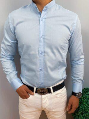 Męska koszula w kolorze jasnoniebieskim